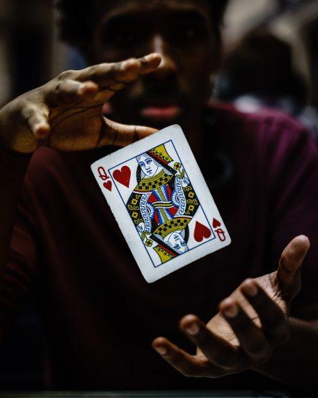 card-dark-floating-focus-1236730