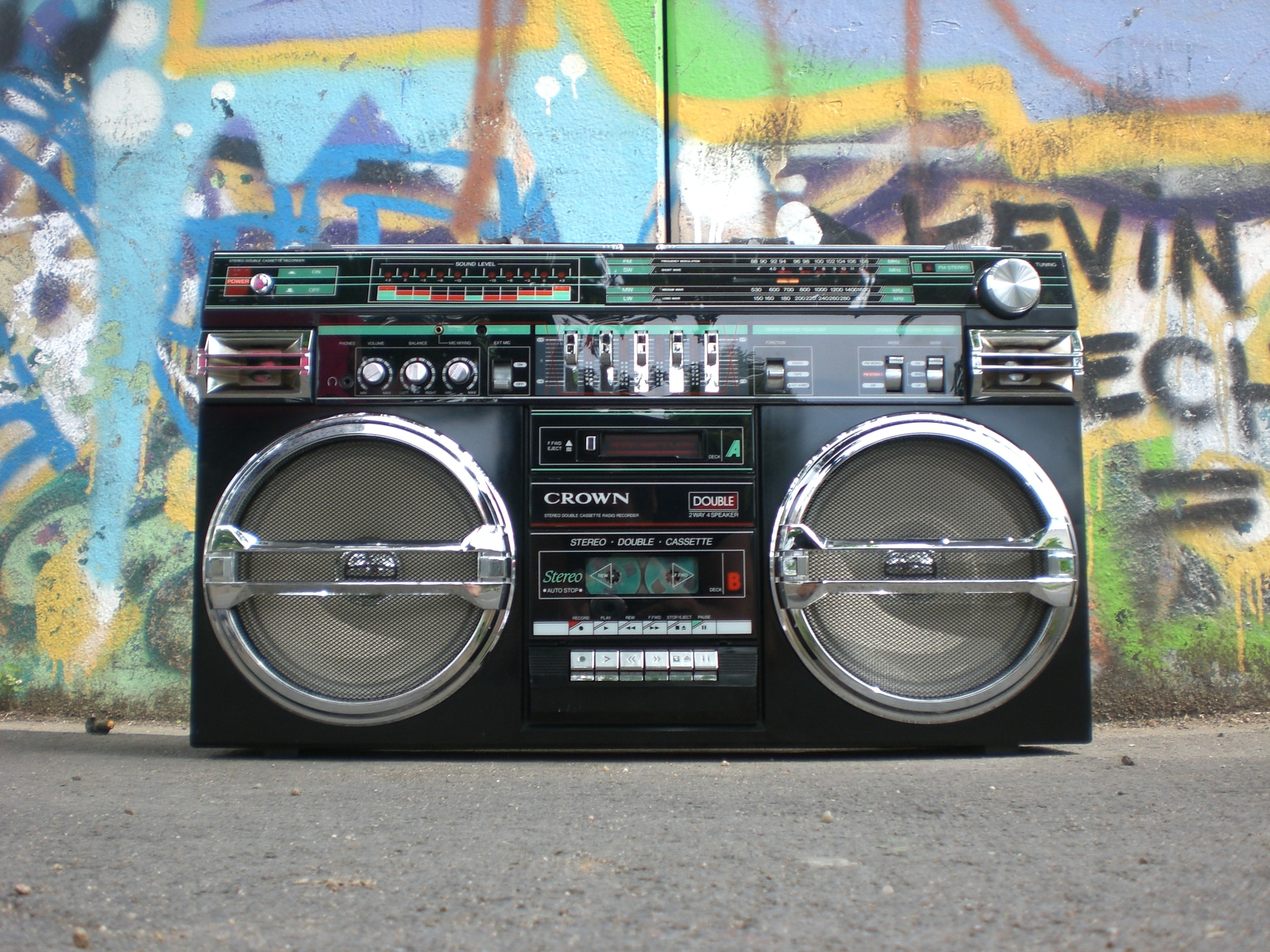 analogue-antique-boombox-159613