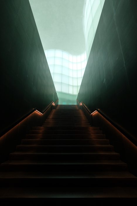 brown-concrete-staircase-1326999